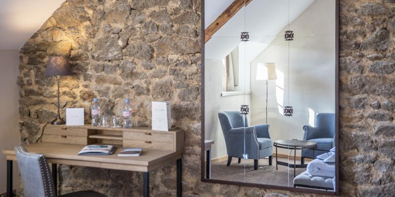 desk and salon of confrot room hotel de l'Abbaye