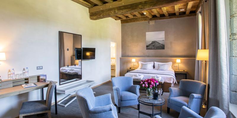 Junior bedroom hotel de l'Abbaye king size bed